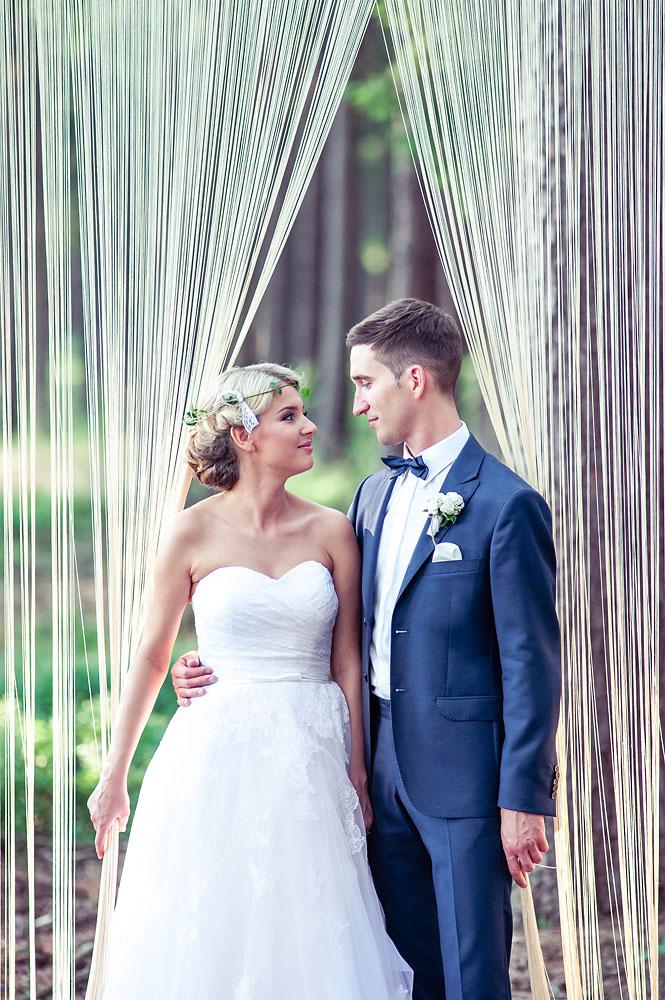 romantyczna sesja ślubna w lesie